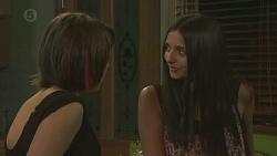 Sophie Ramsay, Rani Kapoor in Neighbours Episode 6394