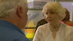 Lou Carpenter, Vera Munro in Neighbours Episode 6395