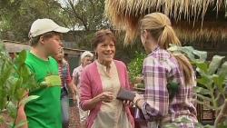 Callum Jones, Customer, Sonya Mitchell in Neighbours Episode 6397