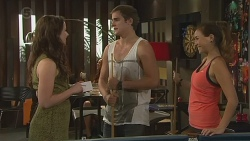 Kate Ramsay, Kyle Canning, Jade Mitchell in Neighbours Episode 6399