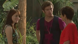 Summer Hoyland, Griffin O'Donahue, Susan Kennedy in Neighbours Episode 6401