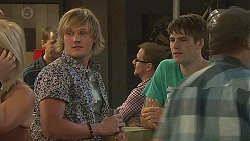 Andrew Robinson, Chris Pappas in Neighbours Episode 6401