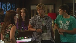 Summer Hoyland, Kate Ramsay, Andrew Robinson, Chris Pappas in Neighbours Episode 6401
