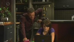 Paul Robinson, Sophie Ramsay in Neighbours Episode 6404