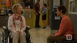 Elaine Lawson, Susan Kennedy in Neighbours Episode 6407