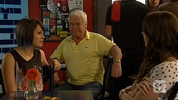 Sophie Ramsay, Lou Carpenter, Kate Ramsay in Neighbours Episode 6407