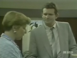 Eileen Clarke, Des Clarke in Neighbours Episode 0240