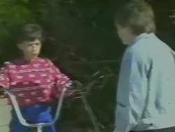 Lucy Robinson, Bradley Townsend in Neighbours Episode 0242