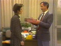 Gail Robinson, Ian Chadwick in Neighbours Episode 0762