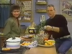 Beverly Marshall, Jim Robinson in Neighbours Episode 0798