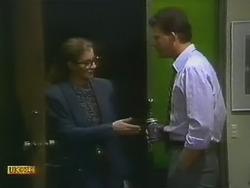 Penelope Porter, Des Clarke in Neighbours Episode 0800