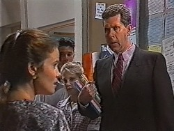 Julie Robinson, Peter Knotts in Neighbours Episode 1869