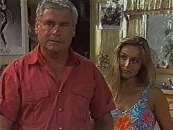 Lou Carpenter, Lauren Turner in Neighbours Episode 1870