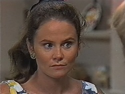 Julie Robinson in Neighbours Episode 1870
