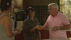 Lucas Fitzgerald, Vanessa Villante, Lou Carpenter in Neighbours Episode 6358