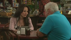 Vanessa Villante, Lou Carpenter in Neighbours Episode 6388