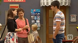 Summer Hoyland, Susan Kennedy, Chris Pappas in Neighbours Episode 6408