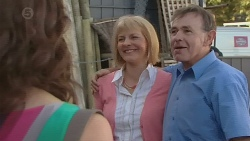 Kate Ramsay, Pam Wright, Keith Wright in Neighbours Episode 6421