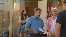 Kate Ramsay, Keith Wright, Pam Wright, Kyle Canning in Neighbours Episode 6421