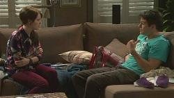 Summer Hoyland, Chris Pappas in Neighbours Episode 6422