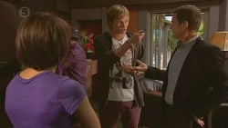 Sophie Ramsay, Andrew Robinson, Paul Robinson in Neighbours Episode 6426