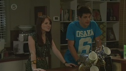 Summer Hoyland, Chris Pappas in Neighbours Episode 6429