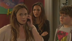 Sonya Mitchell, Jade Mitchell, Callum Jones in Neighbours Episode 6431