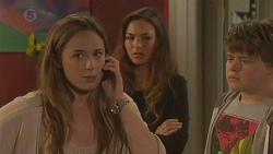 Sonya Mitchell, Jade Mitchell, Callum Jones in Neighbours Episode 6431