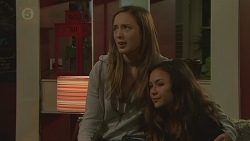 Sonya Mitchell, Jade Mitchell in Neighbours Episode 6432