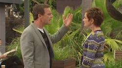 Paul Robinson, Susan Kennedy in Neighbours Episode 6439