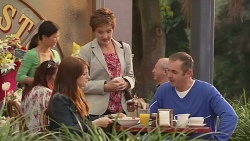 Summer Hoyland, Susan Kennedy, Karl Kennedy in Neighbours Episode 6439