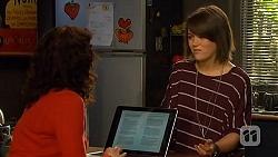Zoe Alexander, Sophie Ramsay in Neighbours Episode 6440