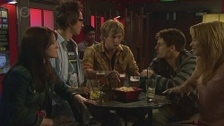 Summer Hoyland, Ed Lee, Andrew Robinson, Chris Pappas, Natasha Williams in Neighbours Episode 6442