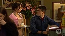 Vanessa Villante, Chris Pappas in Neighbours Episode 6443