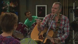 Susan Kennedy, Ajay Kapoor, Karl Kennedy in Neighbours Episode 6444