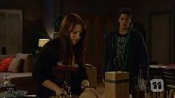 Summer Hoyland, Chris Pappas in Neighbours Episode 6448
