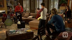 Ajay Kapoor, Karl Kennedy, Chris Pappas, Andrew Robinson, Summer Hoyland in Neighbours Episode 6450