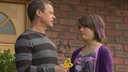 Paul Robinson, Sophie Ramsay in Neighbours Episode 6464