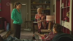 Jade Mitchell, Sheila Canning, Kyle Canning in Neighbours Episode 6466