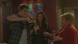 Kyle Canning, Jade Mitchell, Sheila Canning in Neighbours Episode 6467