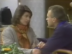 Beverly Robinson, Jim Robinson in Neighbours Episode 0802