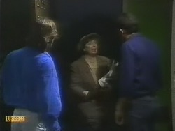 Mike Young, Edith Chubb, Des Clarke in Neighbours Episode 0802
