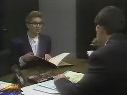 Penelope Porter, Des Clarke in Neighbours Episode 0804