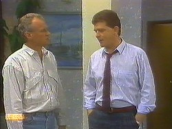 Jim Robinson, Des Clarke in Neighbours Episode 0859