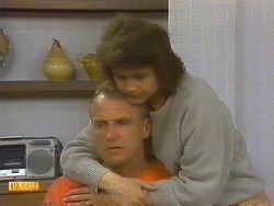 Jim Robinson, Beverly Marshall in Neighbours Episode 0860