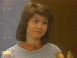 Beverly Robinson in Neighbours Episode 0861