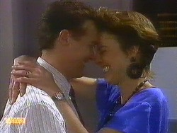 Paul Robinson, Gail Robinson in Neighbours Episode 0883