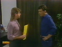 Larry Spencer, Des Clarke in Neighbours Episode 0885