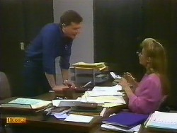 Des Clarke, Penelope Porter in Neighbours Episode 0885