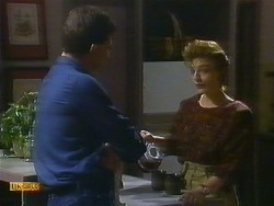 Des Clarke, Gail Robinson in Neighbours Episode 0885